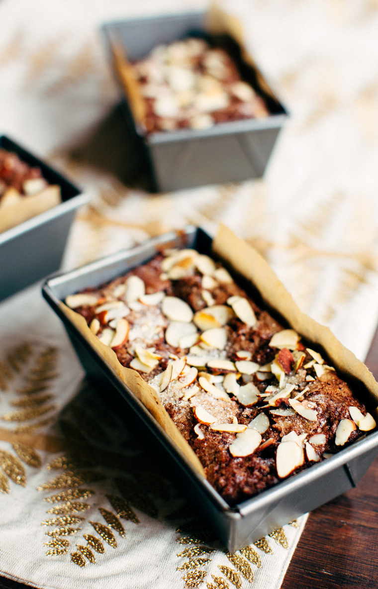 Flourless Chocolate Mini Cakes with Almonds